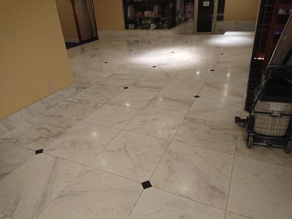 (長崎市内ホテル)大理石床研磨作業