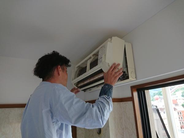 長崎市内でエアコンクリーニングを実施しました!