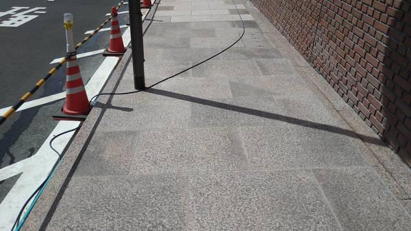 (長崎市内・商業ビル)外部周り舗道・エントランス自然石床洗浄